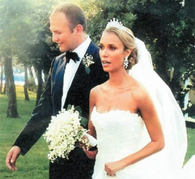 33-летний молодой карьерист, который в 2005 году достиг 514-й позиции в классификации самых богатых людей в мире, сыграл одну из самых роскошных свадеб века, отдав за нее порядка 35 млн долларов.