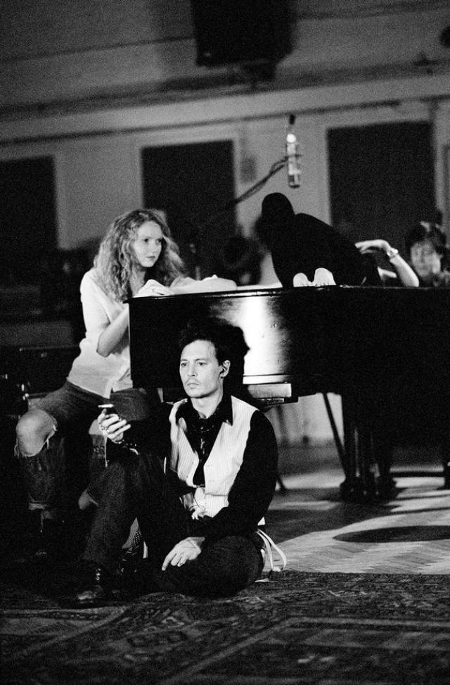 16 лет спустя Джонни и Кейт встретились снова, в клипе Пола Маккартни на песню Queenie Eye. Это был красивый и трогательный жест.
