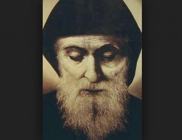Шарбаль Маклуф. По рассказам очевидцев, после смерти в 1899 году святого Шарбаля Маклуфа, чьи останки хранились в ливанском монастыре Святого Маро Анная, в течение 48 дней вокруг его гробницы сиял яркий свет.