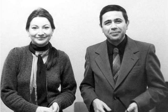 Они познакомились в 1979 году, а поженились спустя восемь лет. Детей со Степаненко у Петросяна нет, а от первого брака есть дочь Викторина. Всего браков у артиста было четыре.