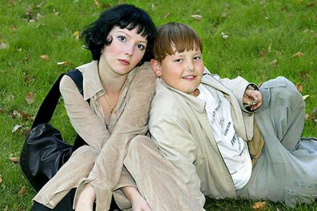 Ольга Понизова. 20-летний сын актрисы Никита Челядинов погиб в ДТП. Трагедия произошла в Мытищинском районе, на 25-м километре трассы Москва-Дмитров-Дубна.