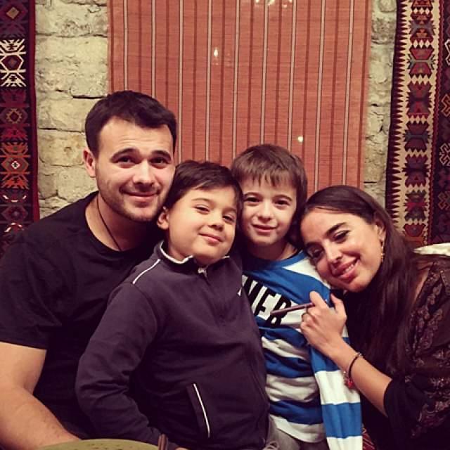 Была замужем за популярным в России певцом Эмином, развелась. Есть двое сыновей и дочь.
