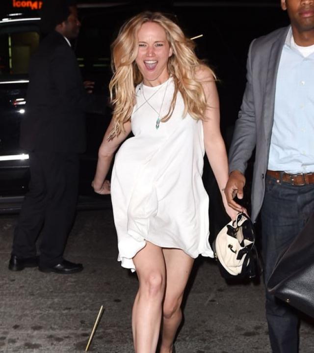 Дженнифер Лоуренс. Актрису папарацци подловили во время прогулки по Нью-Йорку.