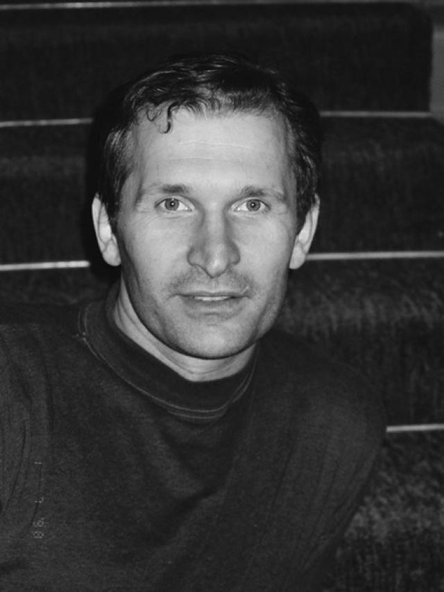 Федор Добронравов. Будущий актер работал и слесарем-сборщиком, и оператором лаконаливочной машины на мебельном комбинате...