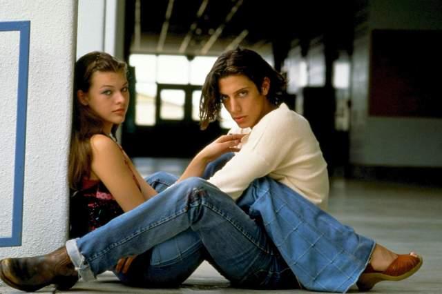 """Мила буквально выскочила за своего партнера по фильму """"Под кайфом и в смятении"""" Шона Эндрюса."""
