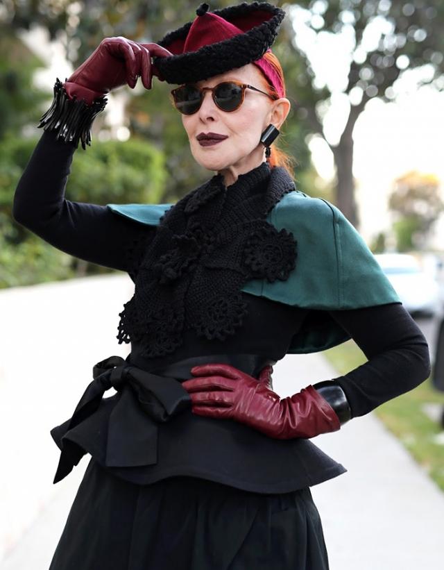 Валери фон Собел. 75-летняя художница завоевала сердца тысяч подписчиком оригинальным стилем и странными броскими нарядами.
