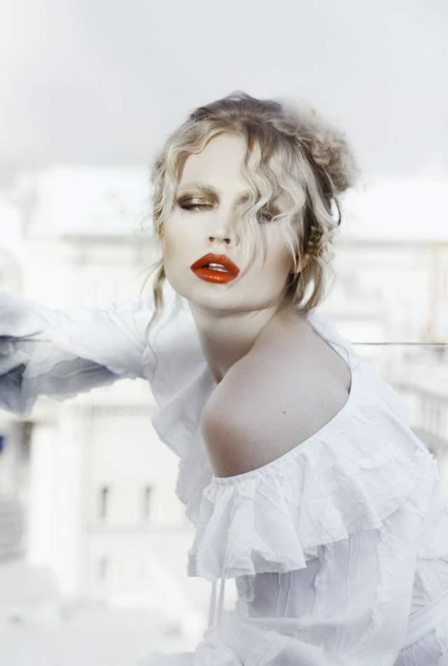 Вряд ли Катя хотела за счет Камбербетча раскрутиться, так как она уже известна в мире моды: в родном Саратове ее заметил тот же скаут модельного агентства, который открыл Наталью Водянову. За 13 лет карьеры она успела посотрудничать с Chanel, Calvin Klein, Versace, Valentino и Victoria's Secret.