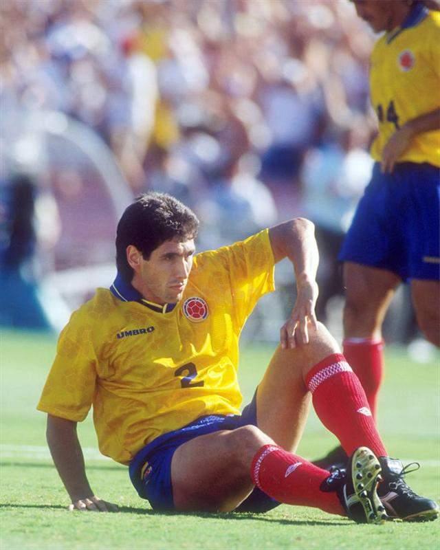 Андрес Эскобар. Игрок колумбийской сборной в игре с хозяевами чемпионата 1994 года допустил смертельную (в прямом смысле) ошибку. В игре, где у них был шанс на победу, он забил гол в свои ворота.