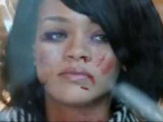 Через некоторое время после этого Крис несколько раз публично заявлял, что раскаивается. Рианна же все это время открыто показывала фото с синяками, чтобы привлечь внимание общественности к проблемам домашнего насилия.