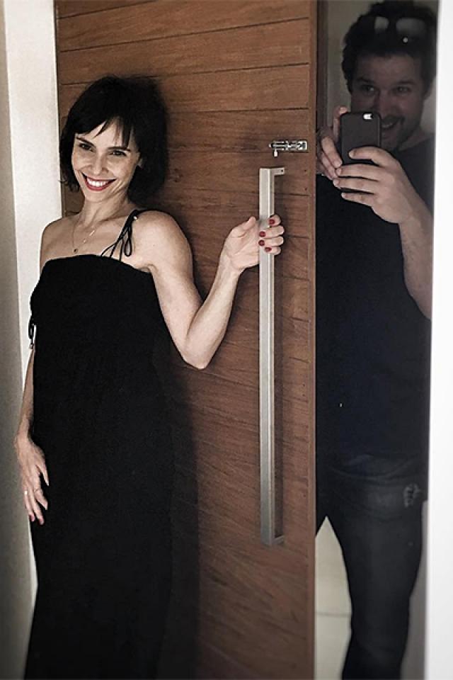 Дебора Фалабелла. Актриса в гражданском браке со своим экранным отцом Мурилу Бенисио.