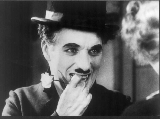 Чаплин однажды инкогнито принимал участие в конкурсе двойников себя самого (образ Бродяги). По одной версии он занял в конкурсе второе место, по другой версии — третье.
