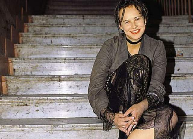 Юлия Чичерина, музыкант, 39 лет. Пыталась поступить в Уральский университет на факультет искусствоведения, но набрала недостаточно баллов, провалив историю. Так она попала в училище культуры на библиотечное отделение.