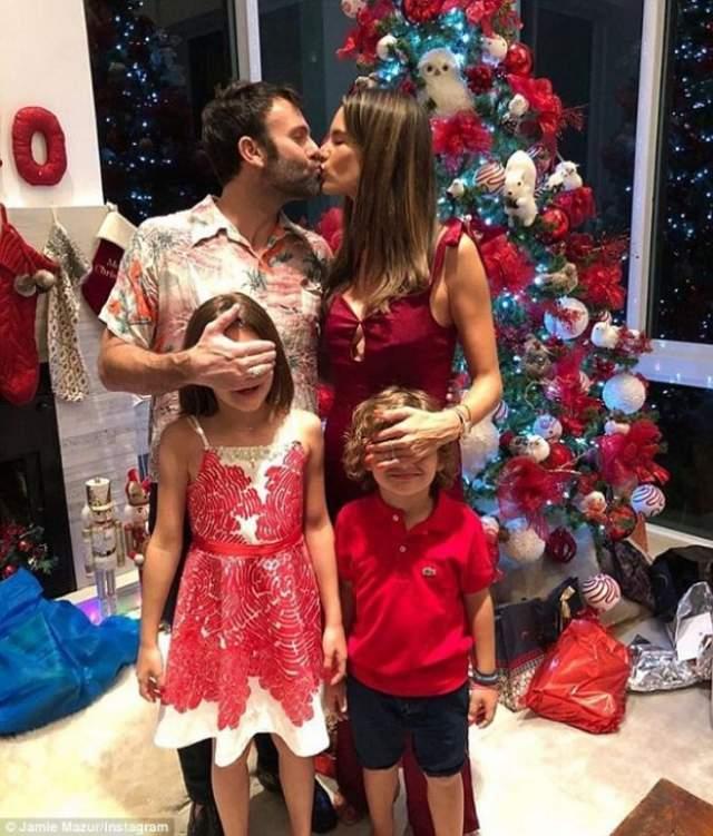 У пары есть дети: 6-летний Ноа Феникс и 9-летняя Аня Луиза.