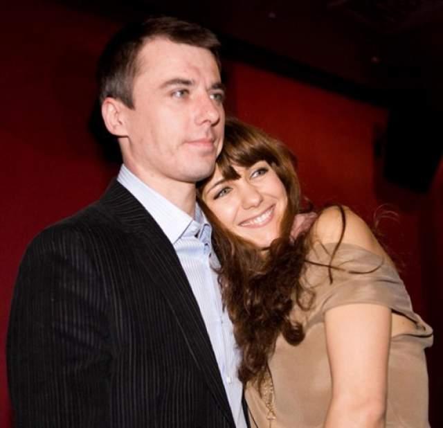 Тогда Климова еще была официально замужем за актером Игорем Петренко, но спустя несколько месяцев после начала нового романа подала заявление на развод.