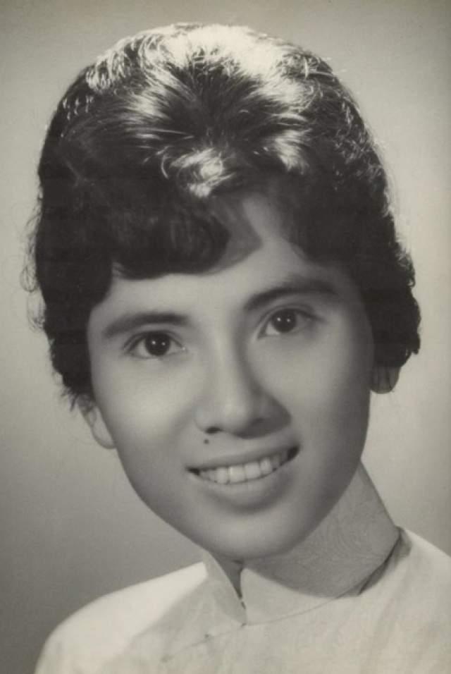 Мать Тереза. Женщина с юности посвятила себя католицизму, уйдя в монахини.