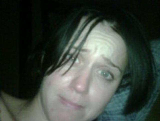 """В декабре 2010 года Рассел Брэнд , бывший мужем Кэти Перри , опубликовал в своем блоге фотографию певицы в """"непарадном"""" виде, чтобы за что-то отомстить."""