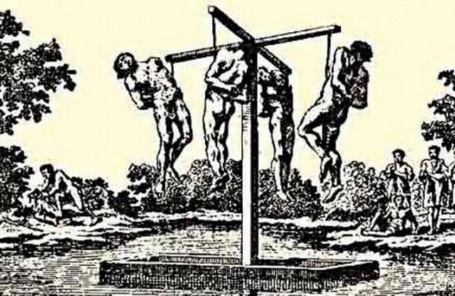 Крюк. На Руси данным способом наказывали разбойников: под ребра втыкали крюк, потом связанного человека подвешивали.