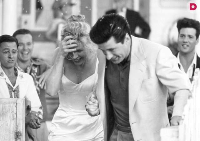 """Алек Болдуин и Ким Бейсингер, 1993-2002. Они познакомились на съемках фильма """"Привычка жениться"""" (1991). Ким тогда было 37 лет, Алеку – 32."""