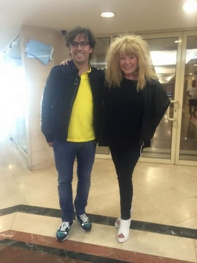 Теперь Аллу Борисовну сложно увидеть в привычных платья-балахонах, поскольку она все чаще предпочитает носить мини, леггинсы и джинсы. По словам Примадонны, секретом этого похудения стала бессолевая диета.