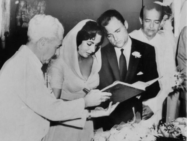 Тихая жизнь наскучила актрисе и в феврале 1957 года Тейлор вышла замуж в третий раз. Ее мужем стал популярный голливудский продюсер Майкл Тодд . Через год случилось страшное несчастье. Майкл летел на тот самом самолете, который он купил для жены, в Нью-Йорк, попал в грозу и разбился.
