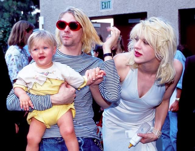 """Френсис Бин Кобейн видела своего отца, Курта Кобейна , живым в возрасте года и восьми месяцев, когда посетила его с матерью, Кортни Лав, в реабилитационном центре """"Exodus Recovery Center"""". Тогда музыкант пел девочке песни. По воспоминаниям очевидцев, Курт пел ей песни."""