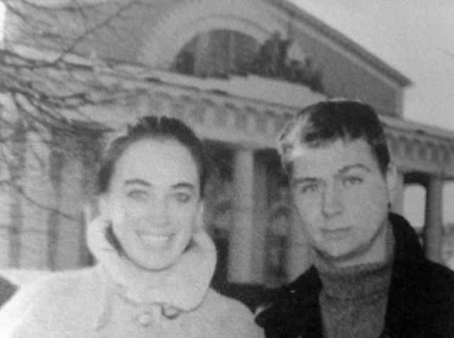 """Несмотря на это, 25-летняя Гузеева вышла замуж и уже в браке узнала о еще одном """"скелете в шкафу"""": Древнов был наркоманом. Больше восьми лет актриса пыталась побороть зависимость мужа, но мужчина погиб от передозировки."""