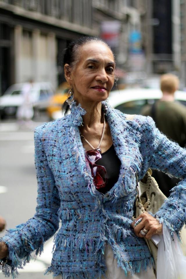 """Джеки Тая Мердек. Джеки уже за 80. Она начинала свою карьеру, будучи 17-летней актрисой театра, которую приметили модельеры. Практически в одночасье Джеки стала лицом известной компании """"Lanvin""""."""