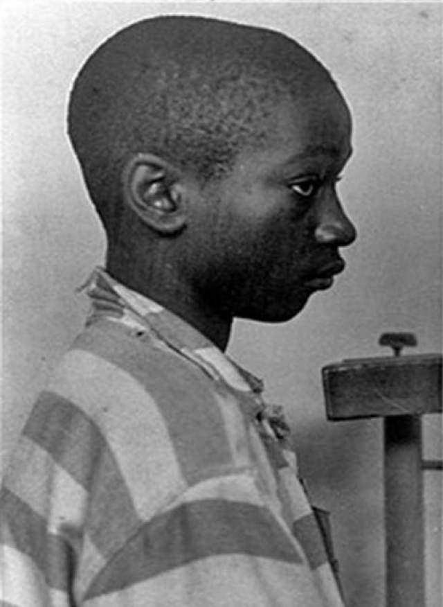 Джордж Стинни. В 1944 году 14-летний афроамериканец из Южной Каролины за убийство двух белых девочек, которые были избиты железными костылями. За день до этого свидетели видели, как Стинни в компании убитых рвал цветы.
