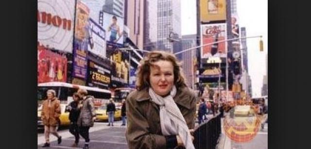 Это был театр Александра Журбина, находящийся на Брайтон Бич. Спустя некоторое время она начала передавать свои знания и актерское ремесло другим талантливым актерам, став преподавателем университета Нью-Йорка.