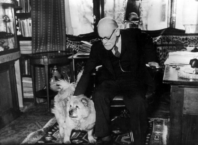 Рабочий кабинет австрийского ученого, психолога, основателя психоанализа Зигмунда Фрейда в Вене.