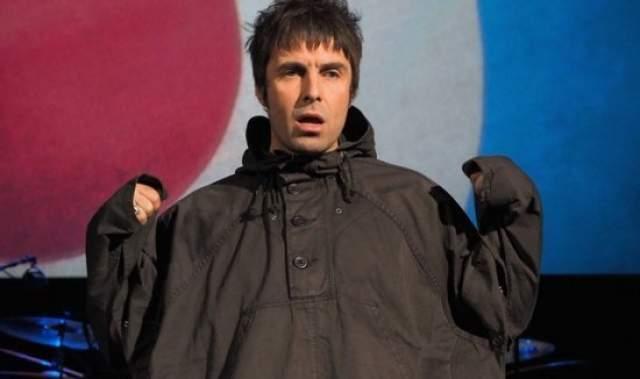 Лиам Галлахер. Вокалист группы Oasis в 2010 году встречался с сотрудницей The New York Times, журналисткой Лизой Горбани. Это при том, что тогда певец был женат на экс-участнице All Saints Николь Эпплтон, с которой они растили сына.