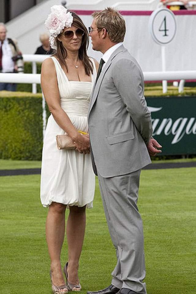 В счастливом браке с бизнесменом Херли прожила четыре года, пока между ними не встал 41-летний австралийский игрок в крикет Шейн Уорн.