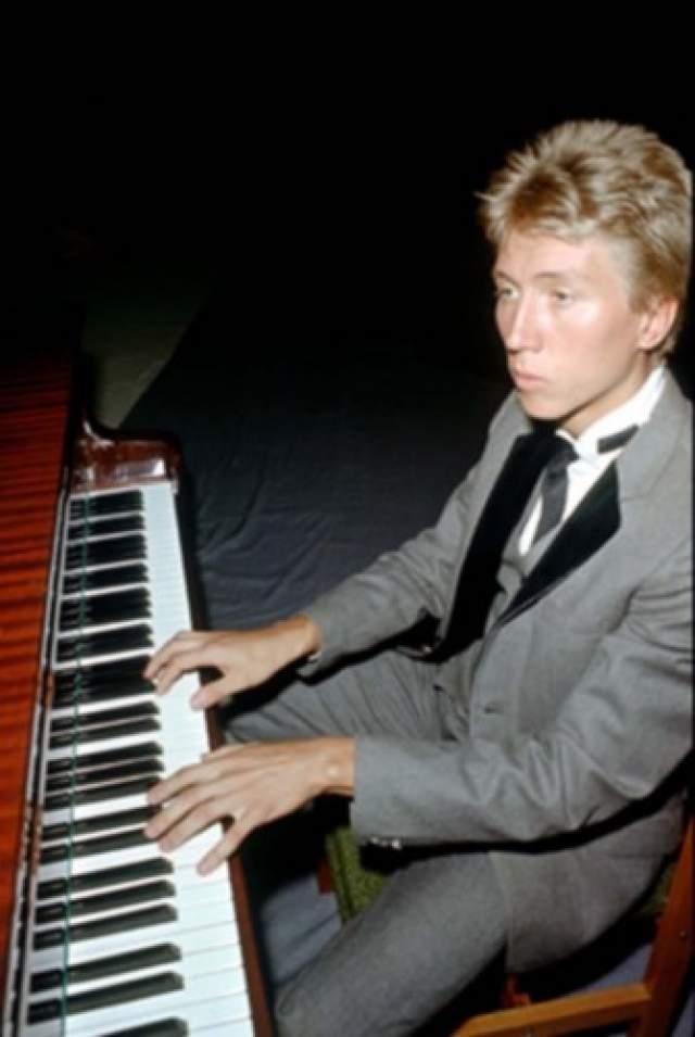 """Около двух лет был клавишником в ВИА """"Коробейники"""", с солисткой Ириной Понаровской, а в 1982 году Зайцева по рекомендации гитариста """"Воскресенья"""" Вадима Голутвина пригласили в группу на место клавишника Подгородецкого."""