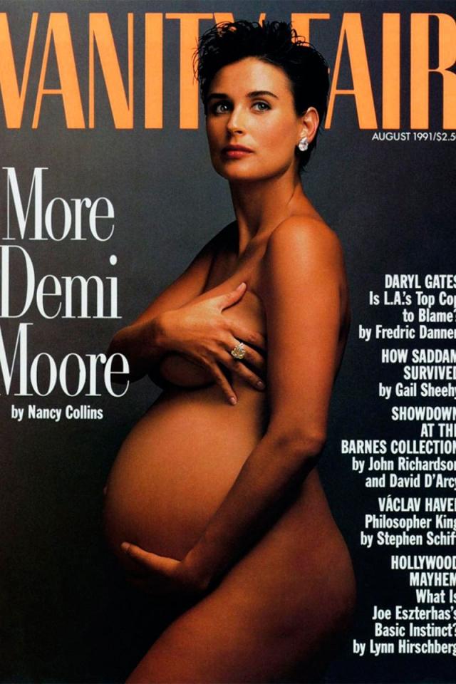 Деми Мур. Первопроходца в подобных фотосессиях сфотографировала также Энни Лейбовиц, и также для Vanity Fair.