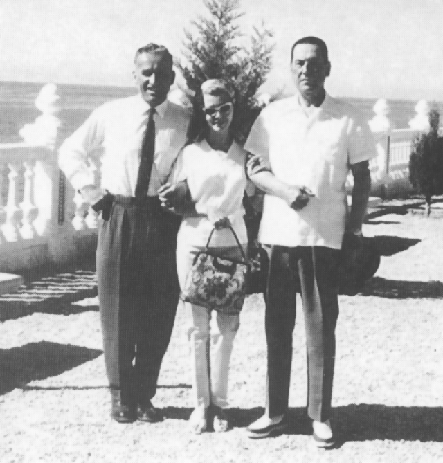 Среди друзей Руделя был лично президент Хуан Перон, а многие дела по торговле оружием он вел также с бывшим эсэсовцем Вилемом Зассеном, который также бежал сюда от смертельного приговора.
