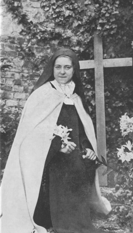 """Святая Тереза. Тереза Мартен умерла от туберкулеза в возрасте 24 лет и вскоре была признана """"самой великой святой современности""""."""