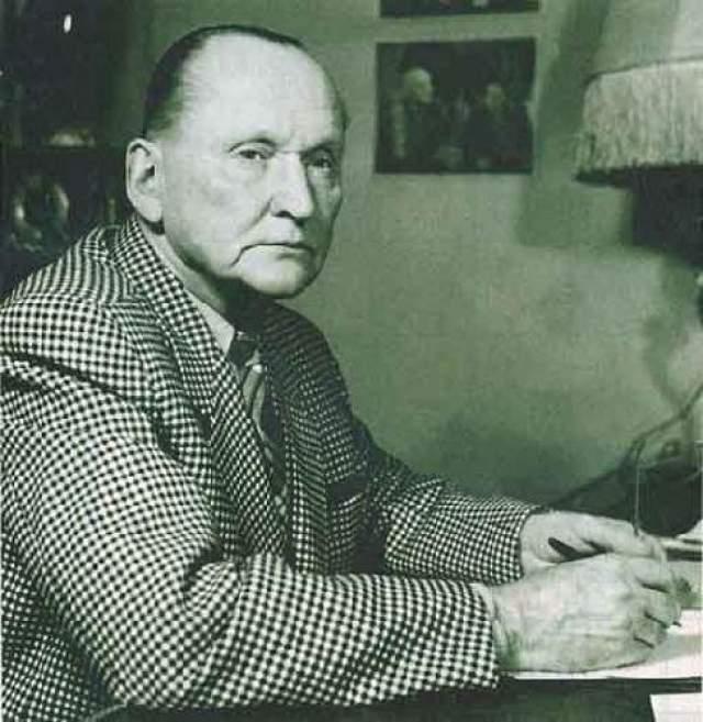 """Последний концерт Вертинского состоялся 21 мая 1957 года, в тот же день Александр Николаевич скончался от острой сердечной недостаточности в гостинице """"Астория"""" в возрасте 68 лет."""
