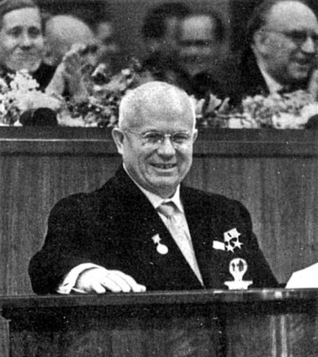 """Когда Хрущев это прочитал, то попросил встать того человека, кто это написал, но никто не встал. Тогда генсек заявил: """"Боитесь? Ну вот и мы боялись"""" ."""