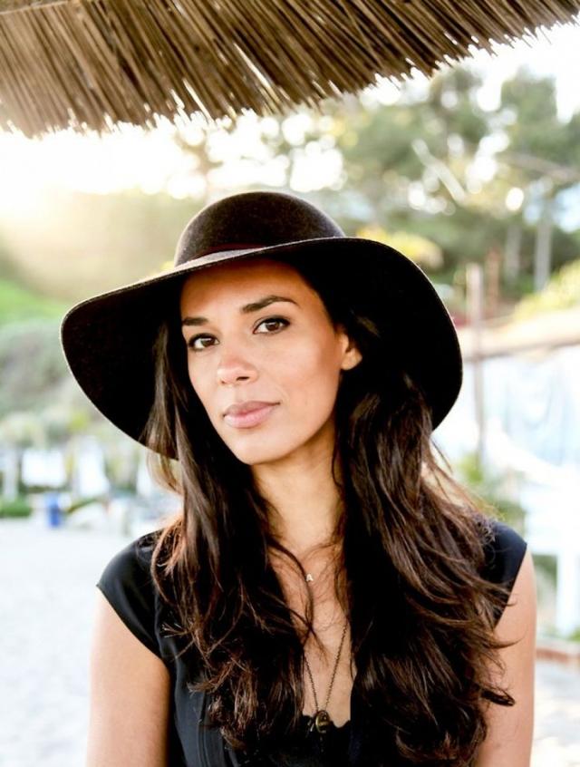 Ее сестра Аманда также унаследовала привлекательную внешность и выбрала карьеру модели.