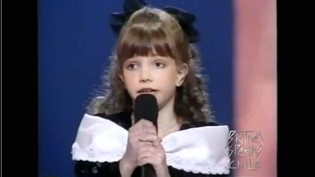 """Бритни Спирс. В 1992 году 10-летняя певица заняла призовое место в конкурсе """"Star Search"""" (""""В поисках звезды"""") с песней """"Love can build a bridge"""". Композиция невероятно понравилась жюри, однако победу все же отдали другому конкурсанту."""