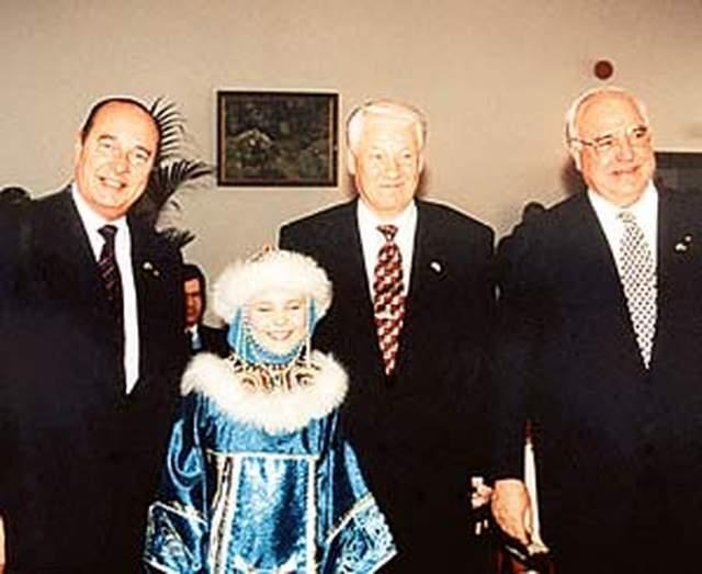В марте 1998 года впервые со времен II Мировой войны прошла встреча главы сразу трех стран: Франции, Германии и России, где единственным номером культурной программы Протоколом предусматривался небольшой сольный концерт Пелагеи.