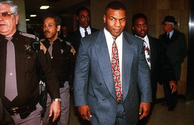 Майк Тайсон. В 1991 году боксера обвинили в изнасиловании 18-летней Дезире Вашингтон, хотя многие свидетели утверждали, что все было по взаимному согласию.