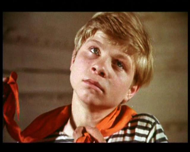 Вообще Дичковский очень хотел стать профессиональным актером, но в театральное училище не смог поступить. Его забрали в армию, где он научился водить автомобиль. С тех пор работает шофёром.