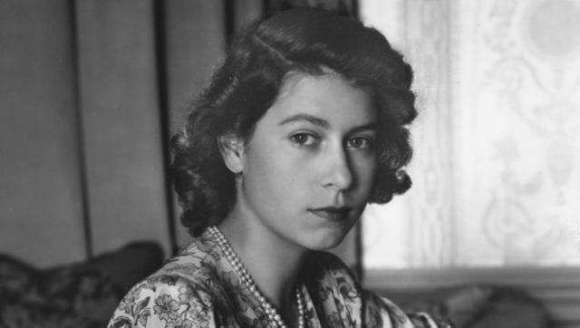 А это молодая королева Елизавета II .