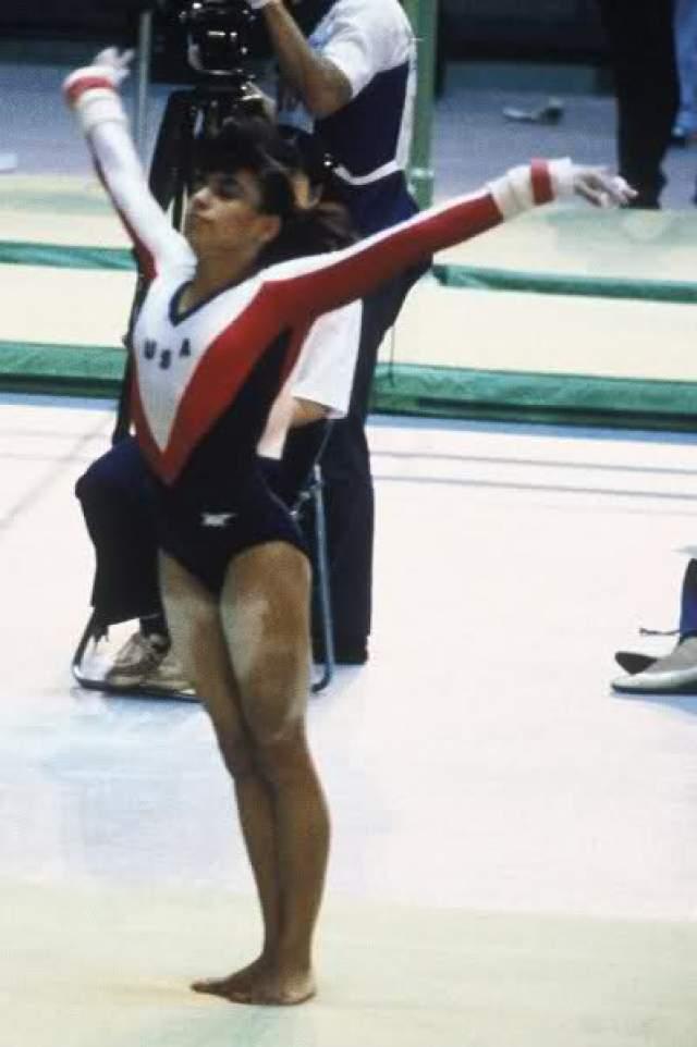 Джулисса Гомес. Американка выполняла вольные упражнения на соревнованиях в Японии в 1988 году и врезалась головой в опорного коня. Ее полностью парализовало, а основные функции поддерживал аппарат жизнеобеспечения.
