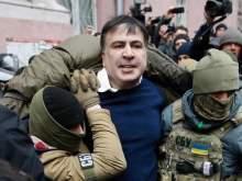 В ресторане Киева неизвестные в масках жестко задержали Саакашвили: его хотят выдворить из страны