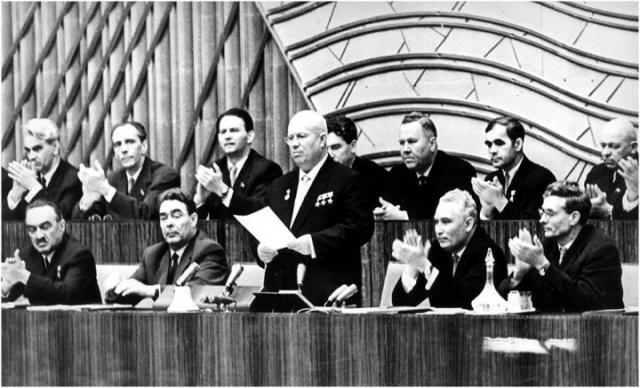 """На одной из встреч после ХХ съезда ЦК КПСС в 1956 году Хрущеву пришла записка из зала с вопросом: """"Почему вы допустили репрессии и почему ничего не принимали для их прекращения""""."""