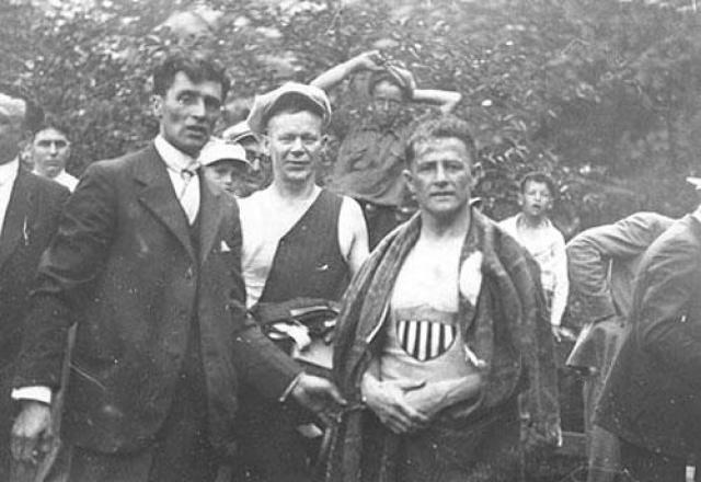 А это - очень редкая фотография, на которой Жан Лассир (справа) и Вильям Хилл ( в центре) позируют вместе.
