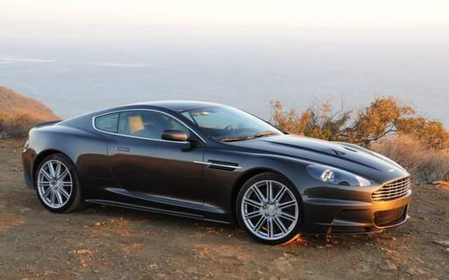 """""""Квант милосердия"""", 2008. Первым на съемках пострадал шикарный автомобиль Aston Martin DBS: он утонул в озере Гарда. Каскадер, который вез машину к месту съемок, потерял управление и вылетел с дороги."""