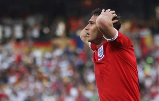 Фрэнк Лэмпард. Незасчитанный очевидный гол британского футболиста в ворота голкипера сборной Германии Мануэля Нойера в 1/8 финала ЧМ заставил спустя несколько лет ФИФА ввести видеоповторы.